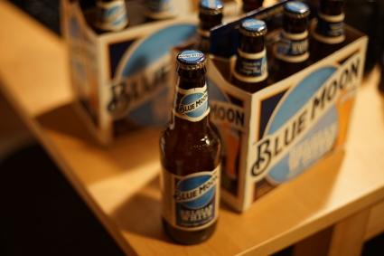 Blue_moon_beer_02